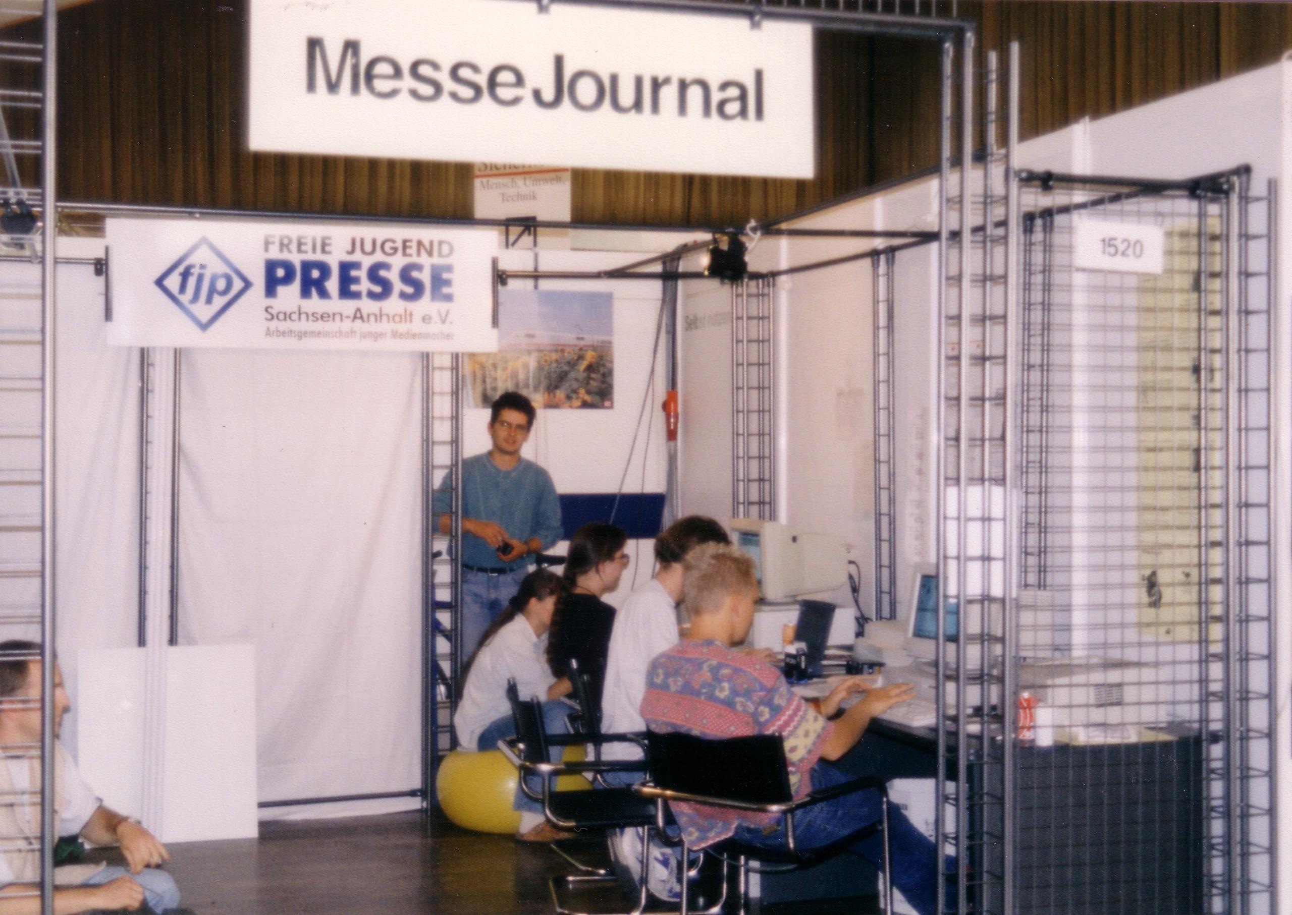 """Auf der Messe Magdeburg gab der Verband das """"MesseJournal"""", erstellt durch Nachwuchsjournalist*innen heraus."""