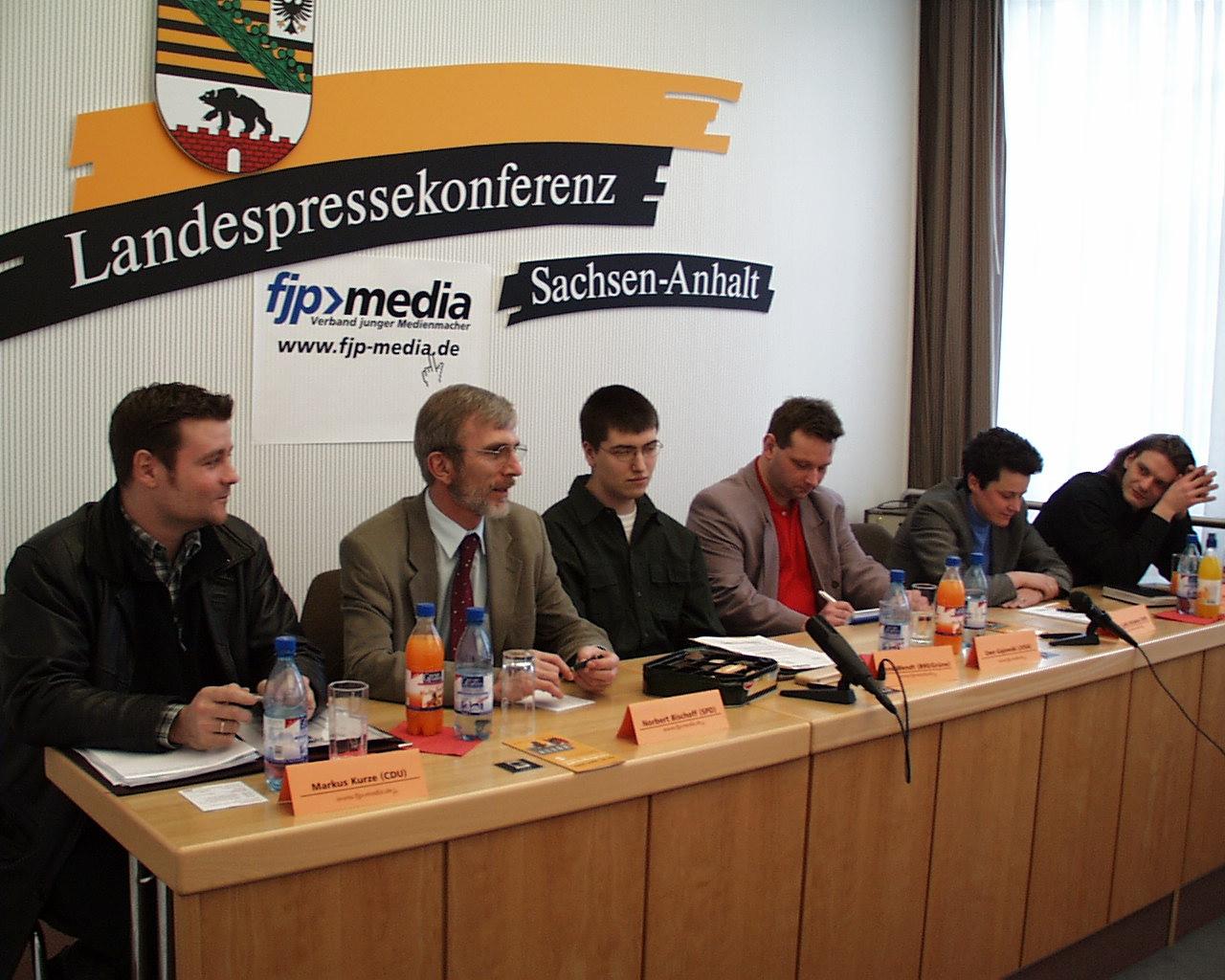 Wahlforum für Jugendredakteure zur Landtagswahl 2002 mit Markus Kurze (CDU), Norbert Bischoff (SPD), René Wendt (B90/Grüne), Uwe Gajowski (DJV), Lydia Hüskens (FDP) und Stefan Gebhardt (PDS).